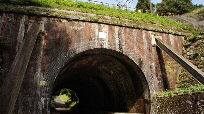 大谷吉継公の墓へのトンネル1