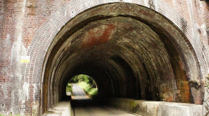 大谷吉継公の墓へのトンネル2