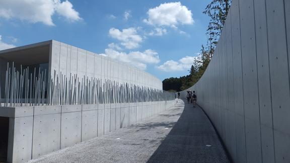 ホキ美術館への道