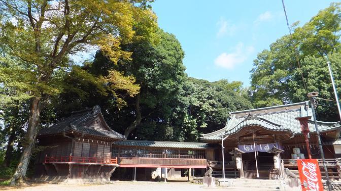 拝殿と神楽殿