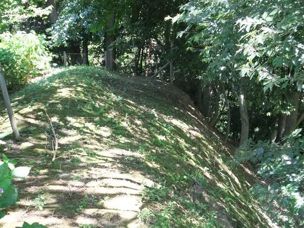 二の郭奥の土塁と空堀