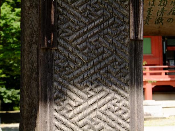 手水舎の柱