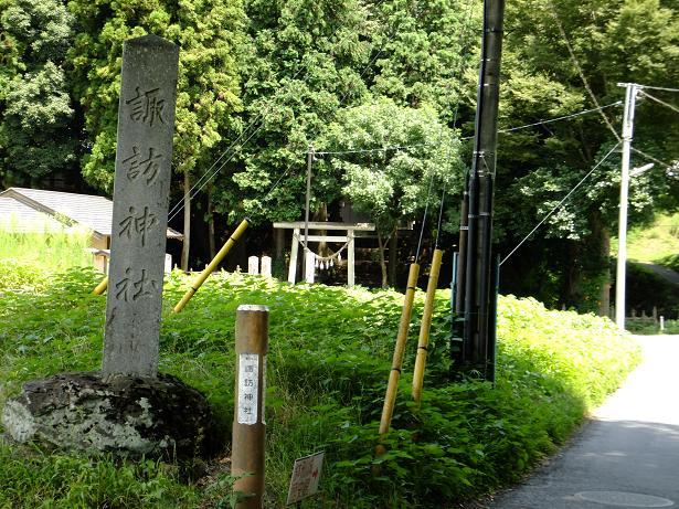 諏訪神社へと・・