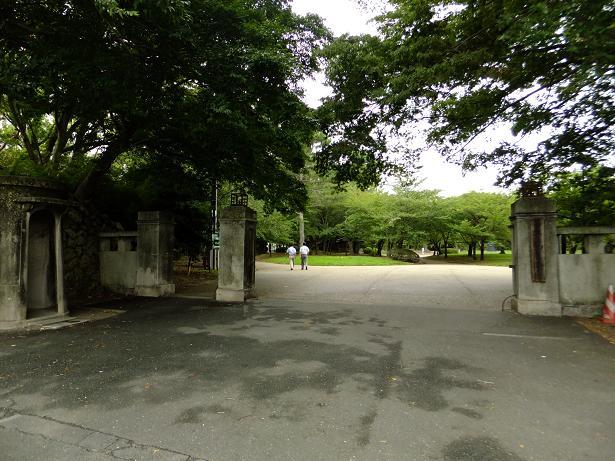 豊橋公園入り口