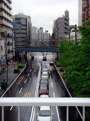雨の横浜、駐車待ち
