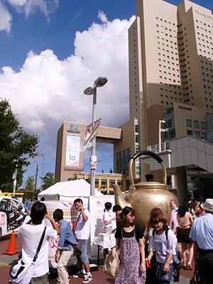 桜木町駅前のヤカン02