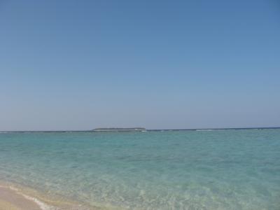 瀬底島から 水納島を観る