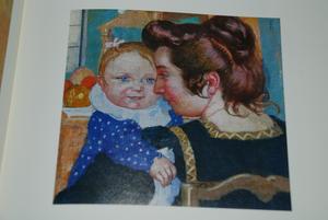 青いエプロンの母子1