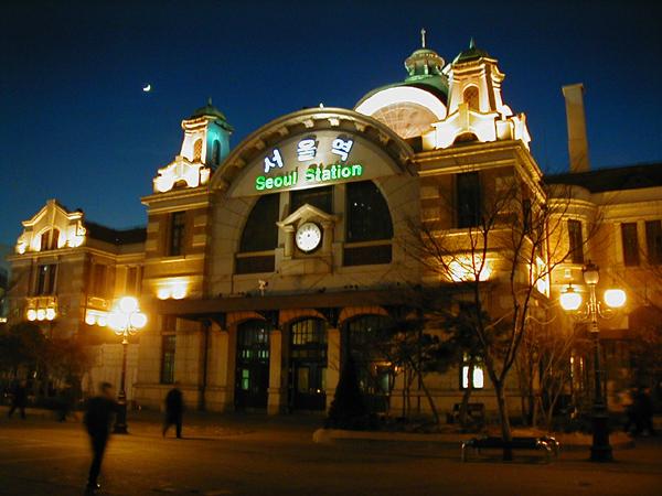 夜の旧ソウル駅