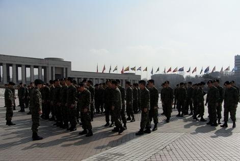 戦争記念館と米軍で働く韓国兵