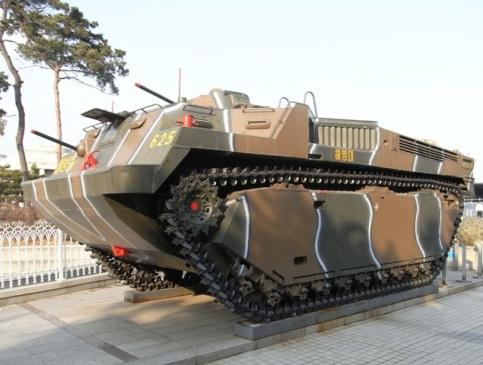 LVT-P3 水陸両用装甲車