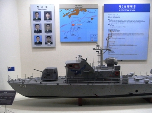 北警備艇に奇襲攻撃を受けた「チャムスリ357」の模型