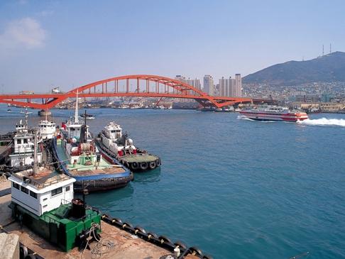 韓国・釜山港の釜山大橋