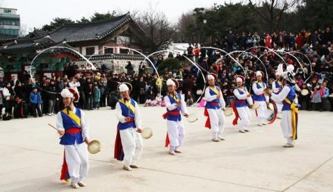 韓国ソウル 南山韓屋村の旧正月祭り