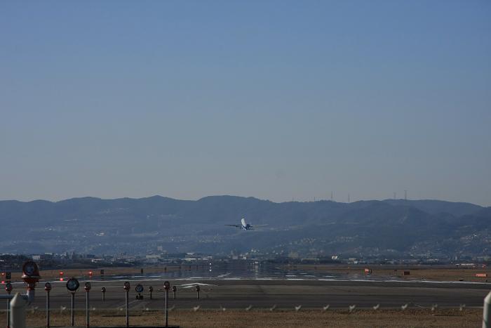 伊丹空港より、4