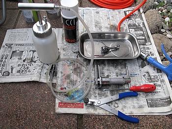 整備に使用した工具とケミカル類