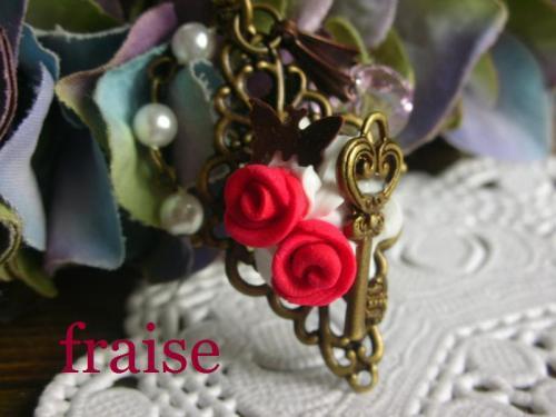 赤いバラのストラップ2