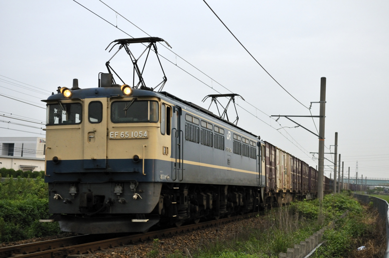 4084レ EF65-1054号機