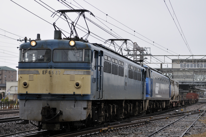 8865レ EF65-87号機