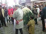 弘明寺の獅子舞と息子1