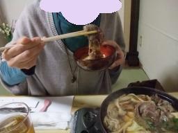3-8ママすき焼き食べる