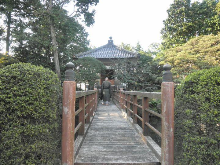 瑞林寺お御堂への橋