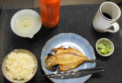 アジの開きの昼食