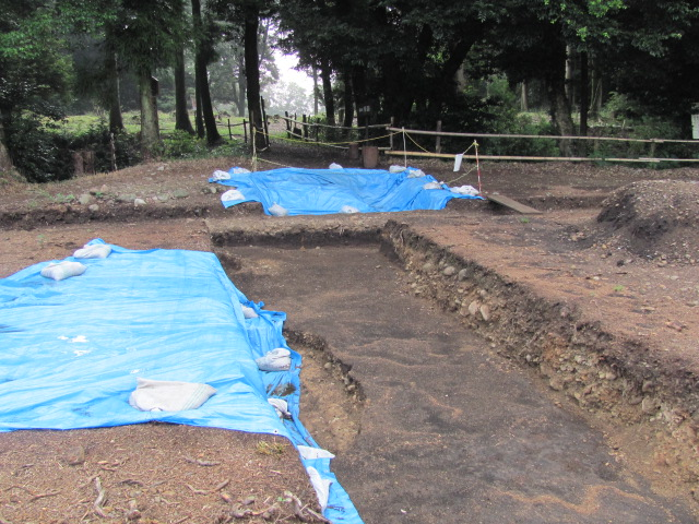諏訪原城二の丸発掘調査の様子1