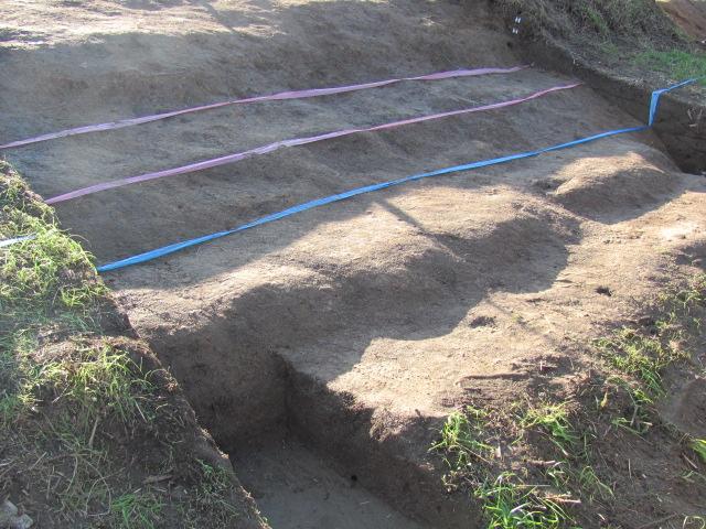 二の丸壁面を通る城道跡