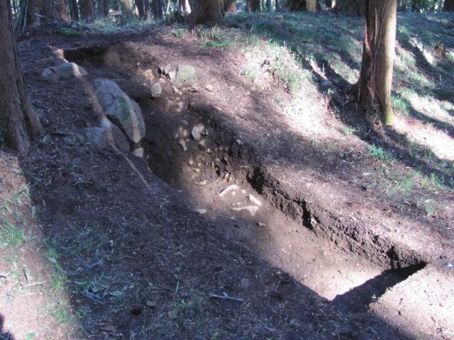 烏山城本丸跡発掘調査の様子1