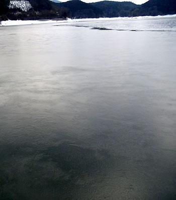 今日の北山湖・・・凍ってます!!