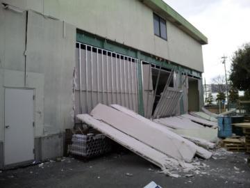 工場 壁崩落 (2)