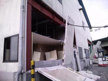 工場 壁崩落 (1)