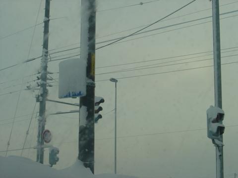 吹雪の停止線標識(2010.02.16)