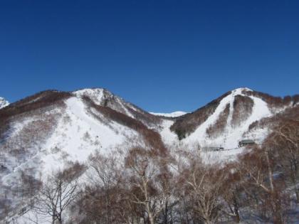 リフトから山頂を見上げる