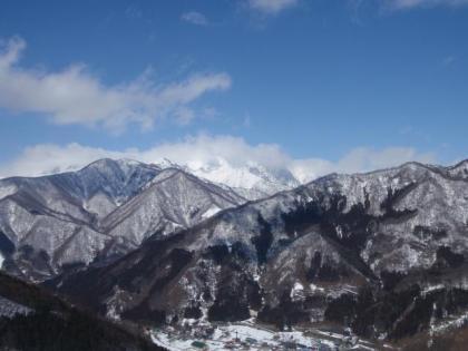 春先の雪山