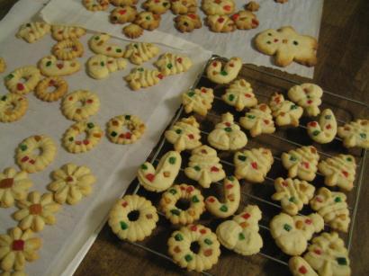 クッキープレスでクリスマスクッキー