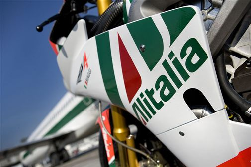 33_Aprilia_Alitalia_RSV4_constraintscaled600x337.jpg