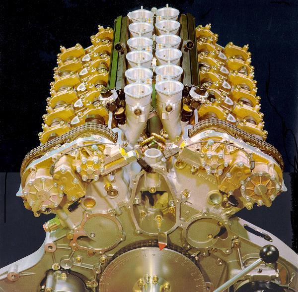 675Mclaren_Engine.jpg