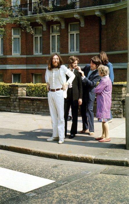 BeatlesAbbeyRoadCrossing.jpg