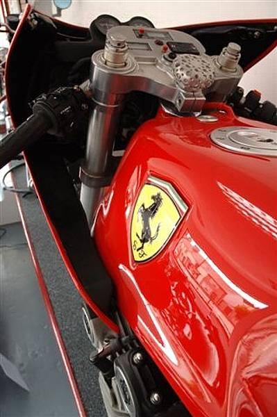 ferrari_motorcycle_tank.jpg