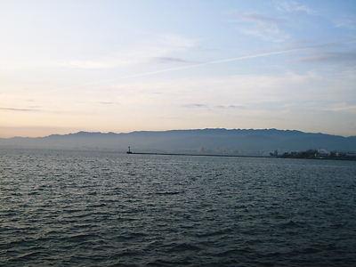 武庫川河口から六甲山方面