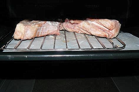 塩漬け豚肉をオーブンへ♪