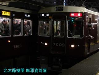 阪急十三駅のラッシュ情景 8