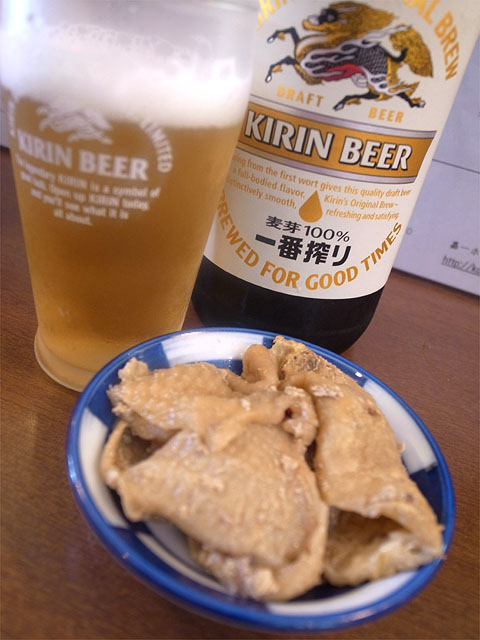 130810嘉一-鶏皮とビール