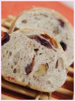 ライ麦のクランベリーとくるみのパン