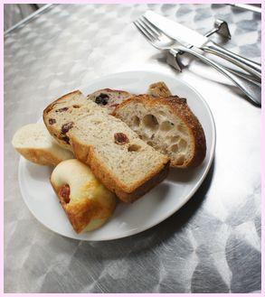 ポワンタージュ ランチのパン盛り