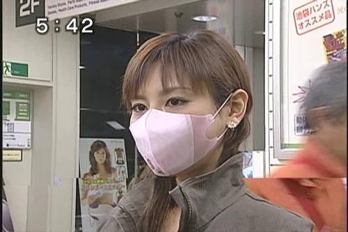 マスク姿の高橋真麻