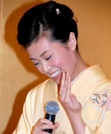 波野瓔子 婚約報告会見