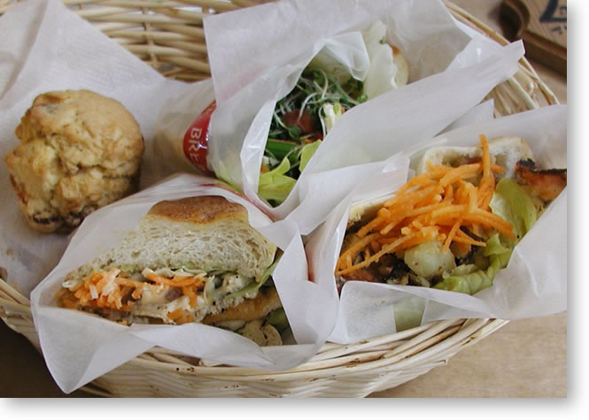 mia's bread の春のサンドイッチ三種